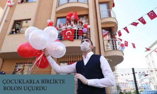 """Başkan Gökhan Yüksel, İkiz Kardeşlerin """"23 Nisan"""" Hayalini Gerçekleştirdi"""