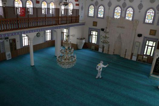 85 Cami Dezenfekte Ediliyor