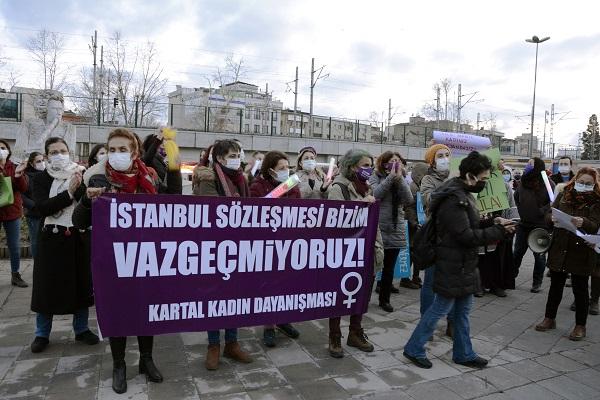 Kartal'da kadınlar 'İstanbul Sözleşmesi'nden vazgeçmiyoruz' dediler
